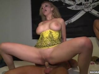 Sex party gets underway with blowjobs and fucking