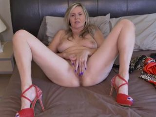 Sparkly high heels on a sexy cunt rubbing mommy
