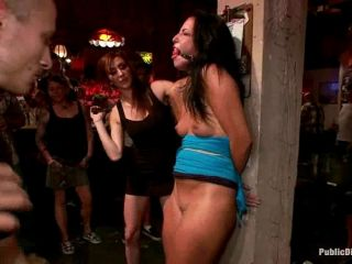 Babe loves getting used in crowded bar