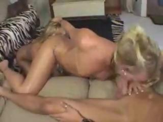 Two hotties and one blowjob