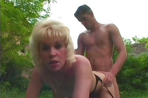 Mature Libuse Uses The Handyman\'s Hose In Her Yard
