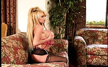 Taylor Wane poses for pictures and gets fingered