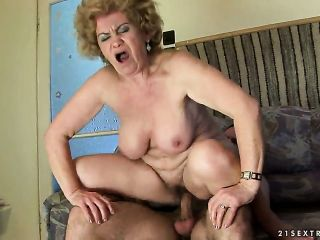Effie with gigantic knockers does oral job for hard dicked fuck buddy to enjoy
