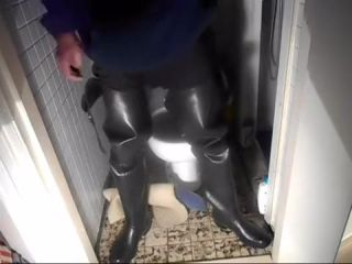 nlboots - early morning void urine in waders
