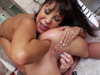 Ava Devine And Julie Knight Fisting