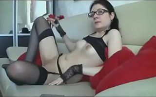 hottie with glasses turns around to show pussy