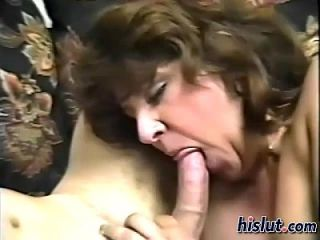 This brunette gets laid