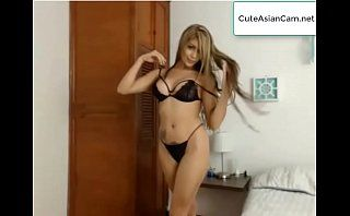 Latino Girl dance on Cam