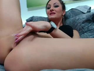 milf close up fingering