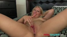Amazing blonde loves her own cunt