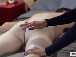 Asian shemale Jessica Fox charms a wimpy guy to have anal sex