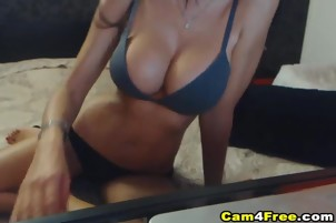 Cute Teen Gets Naked And Fuck Her Pussy on cam