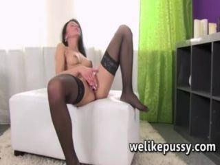 Pussy pumping her meaty pussy